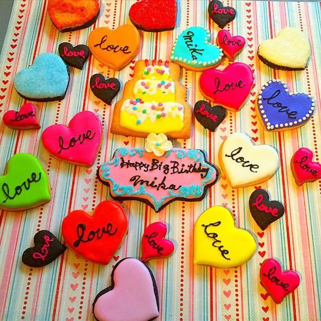 お誕生日おめでとうございます。 大切なお友達にたくさんの愛を込めて❤️ LOVELOVELOVE ❤️の洪水 素敵な関係が伺われます☺️ 愛いっぱいの一年でありますように。わたしからも❤️ - 37件のもぐもぐ - お誕生日アイシングクッキー by nahokotanaq3W