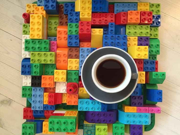 Today's morning play session has been complete with all of its pieces along with a Kieni Kenya from @coffeecollectif #kaffeboxjul #22nddayofchristmas #legoswithyourcoffee by k_magyar