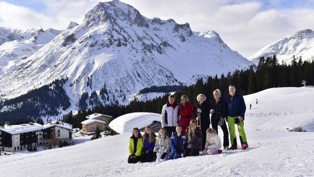 Koninklijke familie poseert voor jaarlijks fotomoment in Lech | NU - Het laatste nieuws het eerst op NU.nl