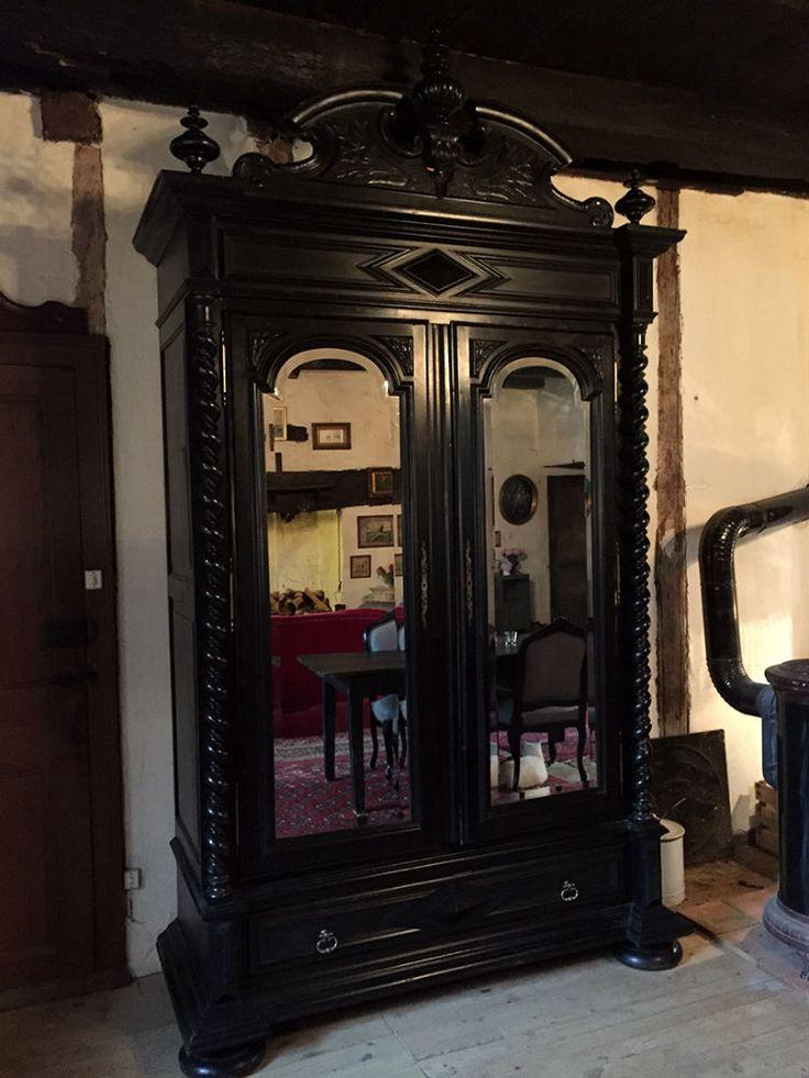 tr s grande et belle armoire napoleon iii en bois noirci est en vente sur notre brocante en. Black Bedroom Furniture Sets. Home Design Ideas