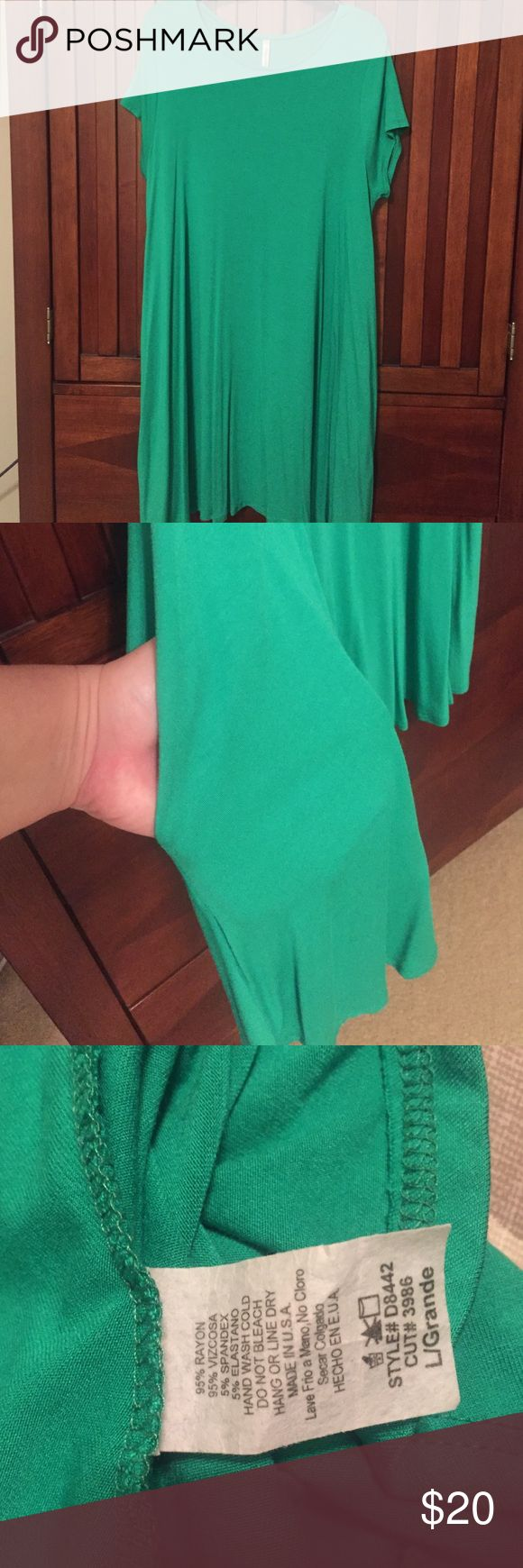 Kelly Green Swing Dress with Pockets Kelly Green Swing Dress with Pockets! Worn a handful of times but looks new!  I'll be glad to provide measurements upon request! Bought from a boutique. Mittoshop Dresses