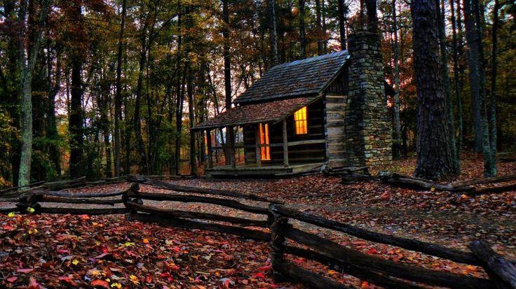 Malá podzimní vzpomínka - romantická roubenka… http://www.drevostavitel.cz/clanek/drevene-chaty-a-chalupy-postavene-na-krasnych-mistech/2659
