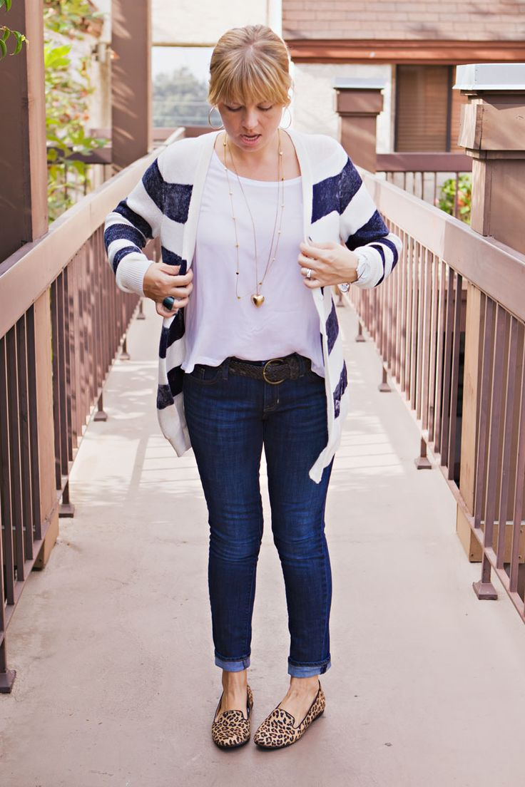 Cute mom style - stripes w/ leopard print flats. Great blog for moms needing comfortable, functional but cute and trendy outfits.