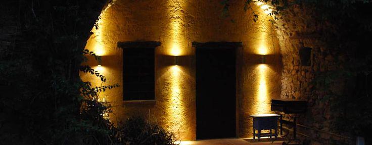 Jardins rústicos por OutSide BCN LED Lighting