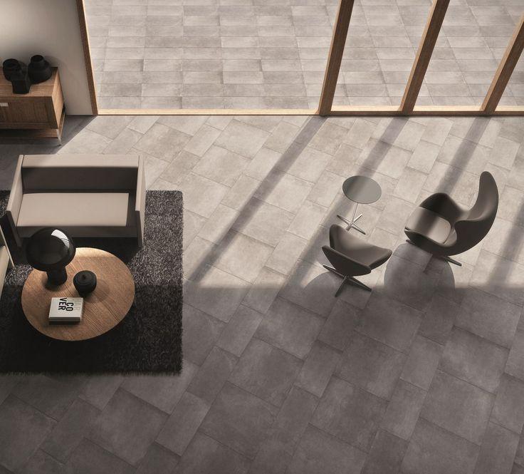 Spazio #living pavimentato con DOCKS #abkemozioni, colore Black. #indoor #floor formati 60x60 e 30x60 cm #outdoor 30x60 cm nat. #ceramic #tiles #gres #porcellanato #homedesign