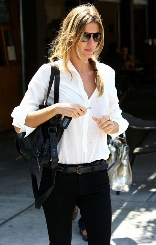 LE FASHION BLOG BLACK WHITE SPRING INSPIRATION GISELE BUNDCHEN MODEL STYLE AVIATOR SUNGLASSES BUTTON DOWN CLASSIC WHITE SHIRT SKINNY HIGH WAIST DENIM LEATHER SATCHEL BAG SIDE BRAID YELLOW GOLD RING CASUAL CLASSIC BEAUTY HAIR OFF DUTY