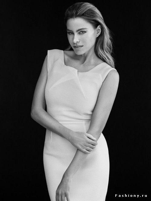 Белый диван блондинка обтягивающее платье черные чулки черные
