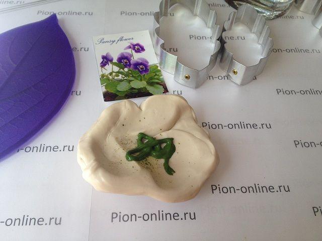 Керамическая флористика по созданию Анютины Глазки