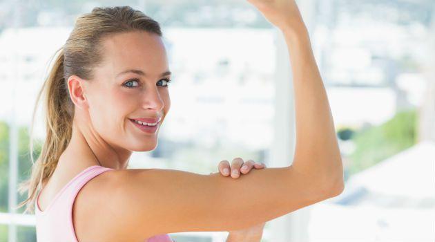 Enquanto algumas mulheres sonham com a barriga chapada, outras desejam obter braços mais magros. Seja por acúmulo de gordura ou flacidez na região, algumas dicas podem ajudar na missão. Confira qual tipo de exercício para emagrecer o braço funciona e o que comer para potencializar a atividade:Leia tambémComo se