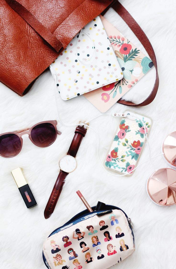 Bag essentials // Clickthrough for a Daniel Wellington discount code