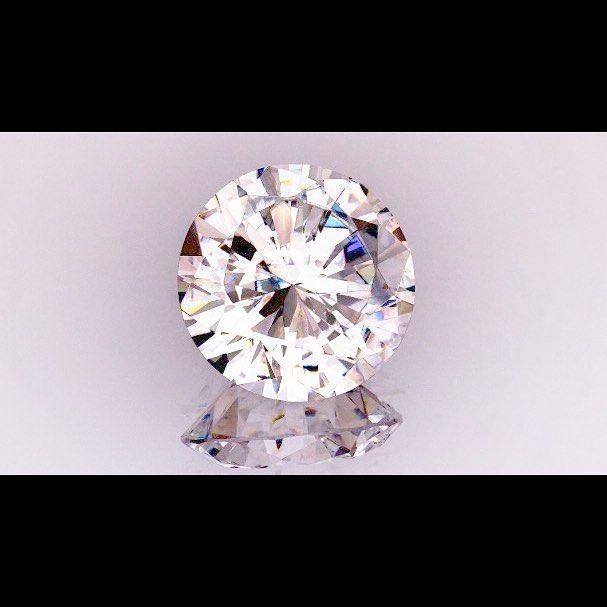 . 💎永遠の愛・絆を贈る💎 . ダイヤモンド、ギリシャ語で『アダマス』 何者にも征服されない、不屈な力のあるという意味が由来です! . 地球上で最も硬度が高いダイヤモンドは経年変化が無く、何十年、何百年、何千年、何万年とそのままの姿で残る可能性のある鉱物! . 永遠の愛の誓いをダイヤモンドに乗せてプロポーズ💕 感動が生まれます✨ . #プロポーズ #サプライズ #指輪探し #エンゲージリング #婚約指輪 #ring #記念日 #感動#永遠#ダイヤモンド#アダマス #プロポーズ待ち #プロポーズ大作戦 #ブライダル #ブライダルジュエリー #ウェディングニュース #ウェディング #結婚式 #結婚 #婚約 #思い出 #プロポーズといえばgarden #garden指輪 #結婚指輪大阪#大阪 #姫路#garden #garden姫路 #関西 #ゼクシィ