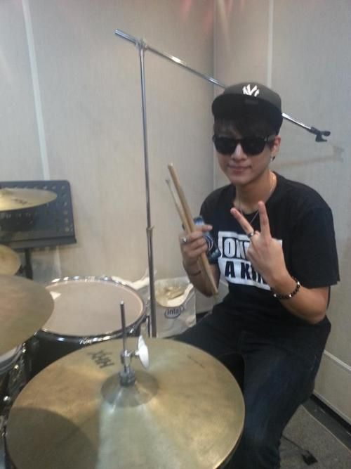 """Yun from Lunafly with a """"One of a kind"""" T-Shirt !"""