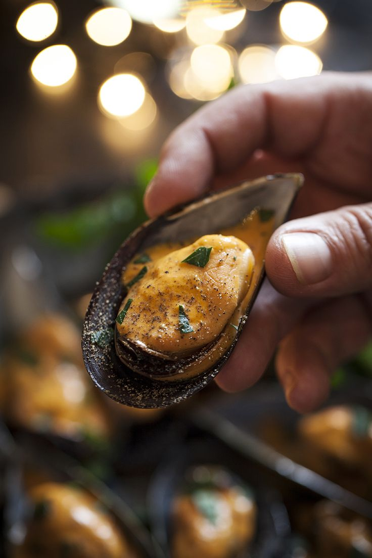 BBQXL Mussels from the grill. http://www.bbqxl.com.au/2013/12/21/new-years-new-tools-and-new-ideas/