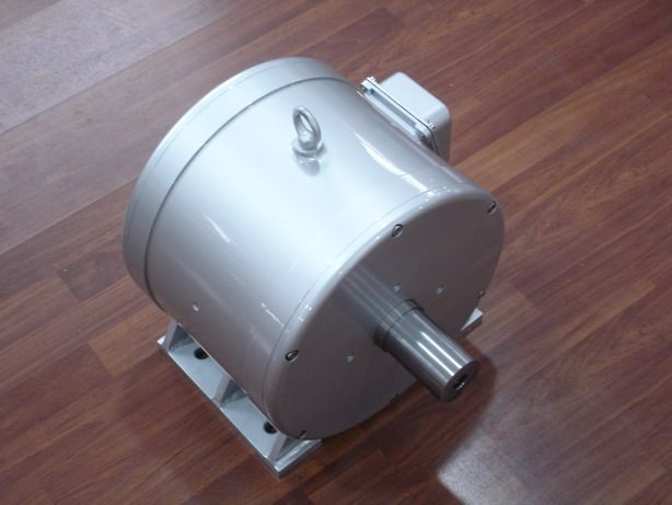 Wind turbine motor info and tutorial. What you should learn about wind generator magnetic motors with regard to DIY and kitset wind turbines.