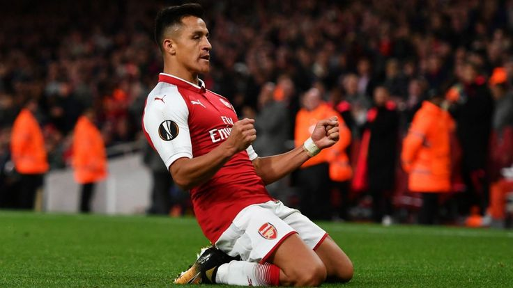 Alexis Sanchez boards plane ahead of reported Man United medical
