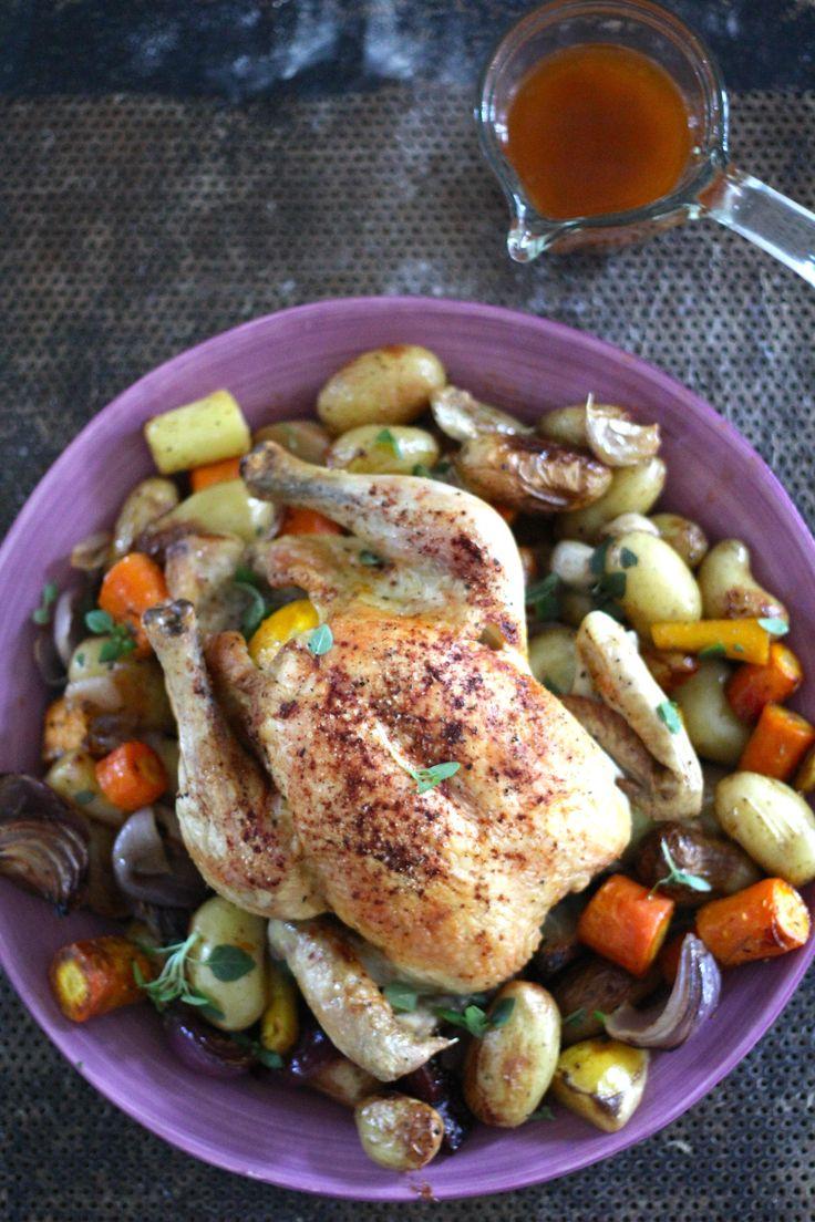Helstekt kylling – hvor godt er ikke det? Og tenk, det er en av de enkleste middagen jeg lager! Det er ikke stort annet å gjøre enn å skjære opp litt grønnsaker (her bruker jeg anledningen til å tømme grønnsaksskuffen for litt diverse rester) ha de opp i en stor ildfastform og legge en stor [...]Read More...
