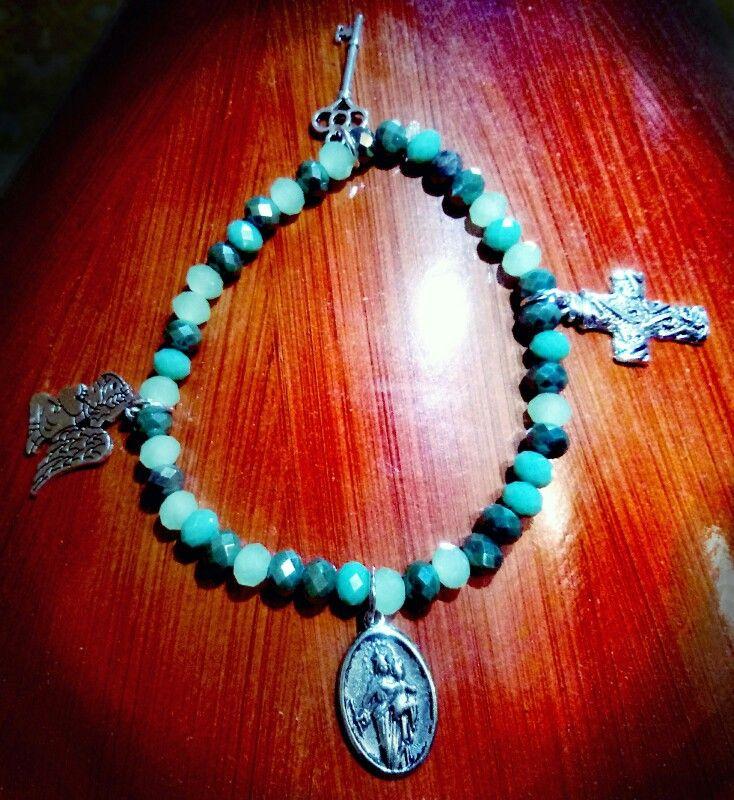 """🌟💛""""Troviamo conforto nei nostri credo...ognuno abbraccia il suo...a Maria Antonietta grazie per aver scelto una creazione CreaCi🌟💛 #CreaCi #colcuore #handcraftedjewelry #handmadeaccessories #jewellerydesign #bracelets #jewellerydesign #bijouxpersonalizzati #creatività #ideeregalo #charms #pendant #pearls #bijoux #accesorizes #bijoubrigitte #swarovski #morellato #kisskissgioielli #religious #religion"""