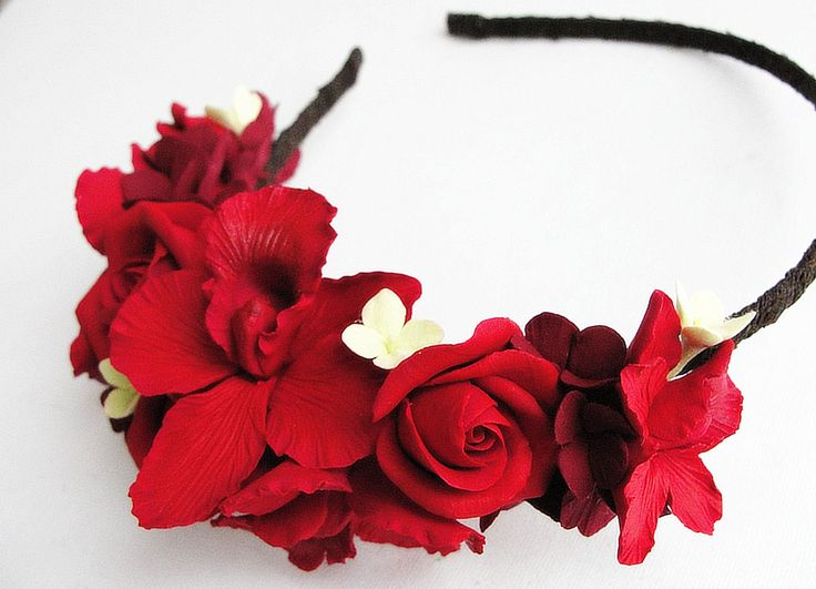 All flowers are made completely by hand from Claycraft by deco - air dry clay that is soft, durable and lightweight, non toxic. Keep it up from water or liquids. The flowers requires careful handling.