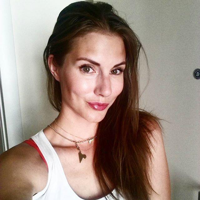 Full of energy and positive mind! Pobiegane.Drugie sniadanie zjedzone i duuuuzo energii.Cudownego dnia! #reebokclassicpolska #reprezentujklasyke #positiveselfie #selfiegirl #energy #energia #pozytywnie #polishgirl #motywacja #goodday #smile