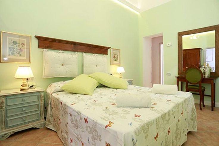 Apartment in Firenze, Italy. Il mio alloggio è vicino a Oibò , Teatro della Pergola; Teatro Verdi. Ti piacerà il mio alloggio per questi motivi: l'intimità, la luce, la comodità del letto, L'eleganza. Il mio alloggio è adatto a coppie, avventurieri solitari, chi viaggia per l...