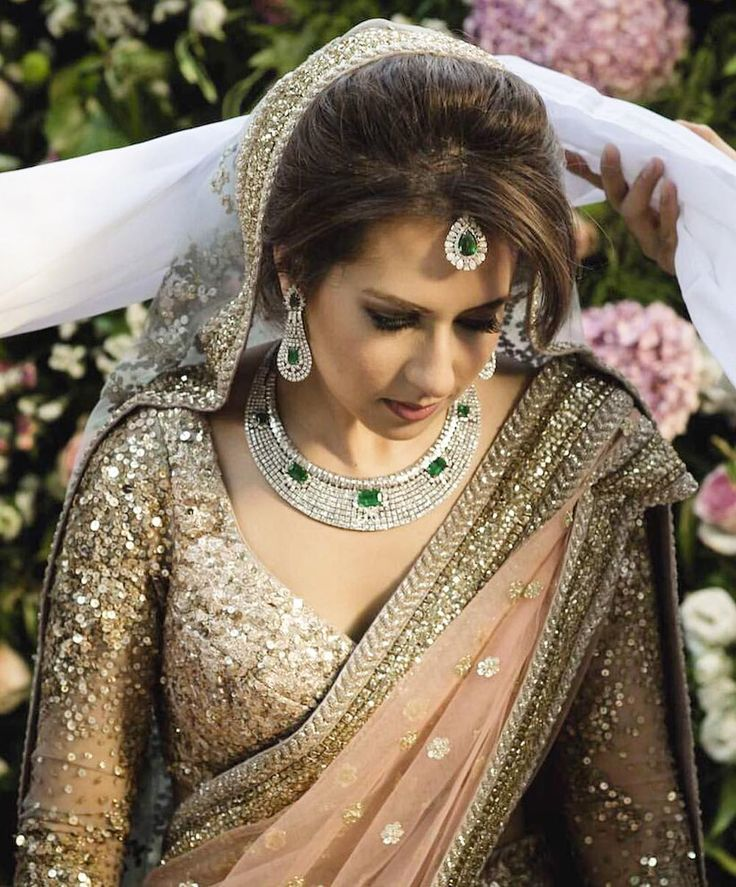 """Diamonds and Sabyasachi #bridal #bride #desibride #indianbride #pakistanibride #pakistan #indian #bollywood #desifashion #desi #desibridal…"""