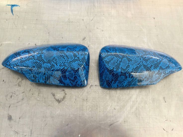 Coque de rétroviseur motif peau de serpent fond bleu impression hydrographique