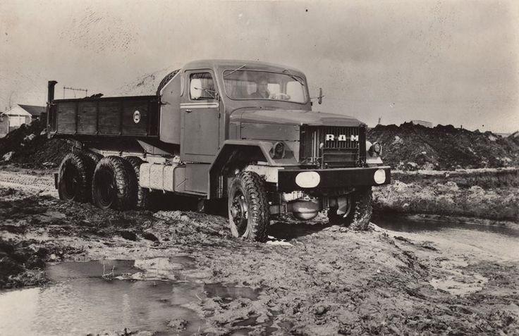 Een 12 tons kipper opgepimt vanuit een legerdump truck