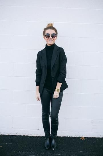 All-Black Outfits for Fall: turtleneck, chic blazer, black skinny jeans and black booties.