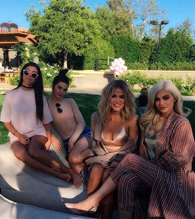 Khloé confirma que algo está cambiando en la familia Kardashian. - http://www.notiexpresscolor.com/2016/10/12/khloe-confirma-que-algo-esta-cambiando-en-la-familia-kardashian/