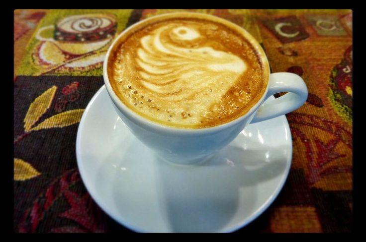 """Caffè la mattina, il caffè espresso dopo un buon pasto, o anche la tradizionale tazza di tè a """"merenda"""". Siamo quasi tutti (più o meno) dipendenti dalla ca"""