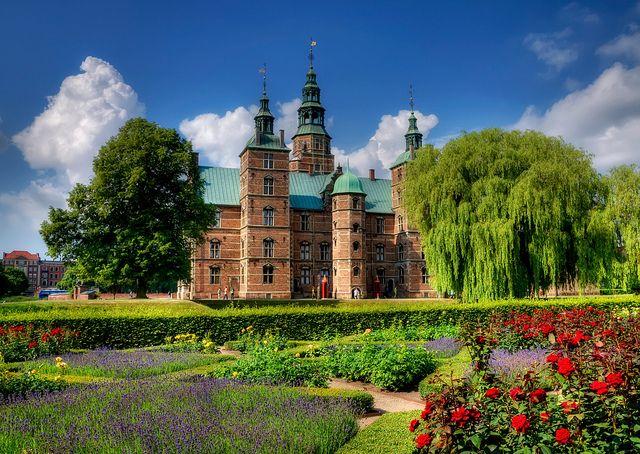 Rosenborg Garden : http://www.europeboss.com/2012/06/05/travel-to-denmark-discovering-copenhagen/