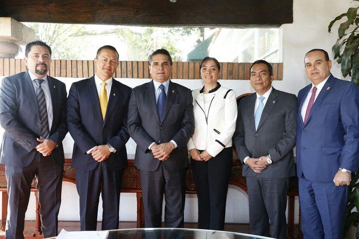 El gobernador se reunió con magistrados y jueces del Consejo de la Judicatura Federal, con el propósito de fortalecer el trabajo conjunto para sacar avante la implementación del Nuevo Sistema ...
