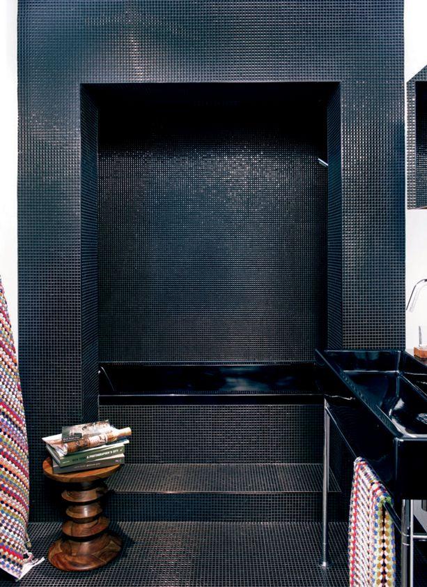 Cinq inspirations douches pour r nover la salle de bains for Carrelage zellige noir