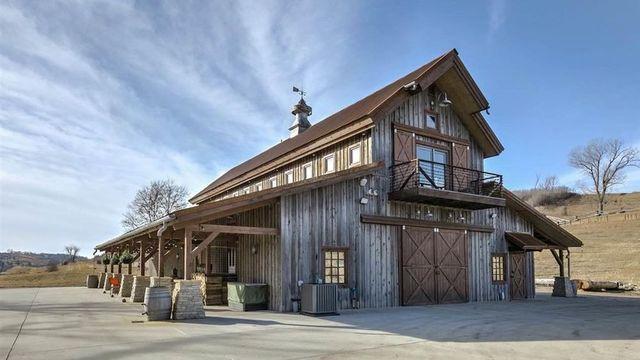 Haute Barndominium Nebraska Barn Elevates Rustic Residence Concept Barn Style House Barn House Plans Barn House