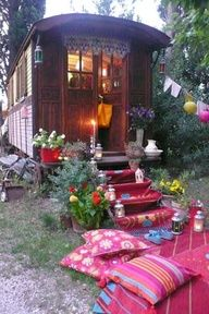 If I had somewhere to partk a gypsy caravan.........I would use it for a retreat...........love the romantic idea!
