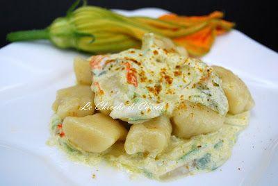 ingredienti   1 k di patate   350 g di farina+ un poca per la spianatoia   sale      Per di sugo   1 cipolla   3 zucchine   qualche fiore d...