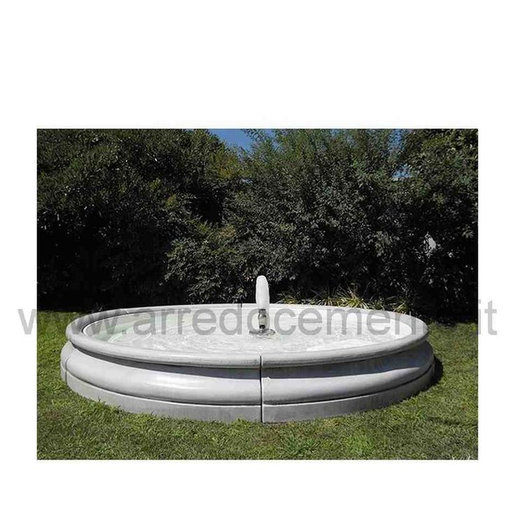 Moderna fontana da giardino che giochi d'acqua