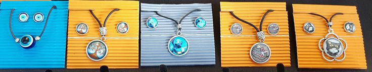 Conjunto de collar y pendientes tipo dormilonas con gabuchón de cristal de 12mm.y 20mm. 7€ c/u