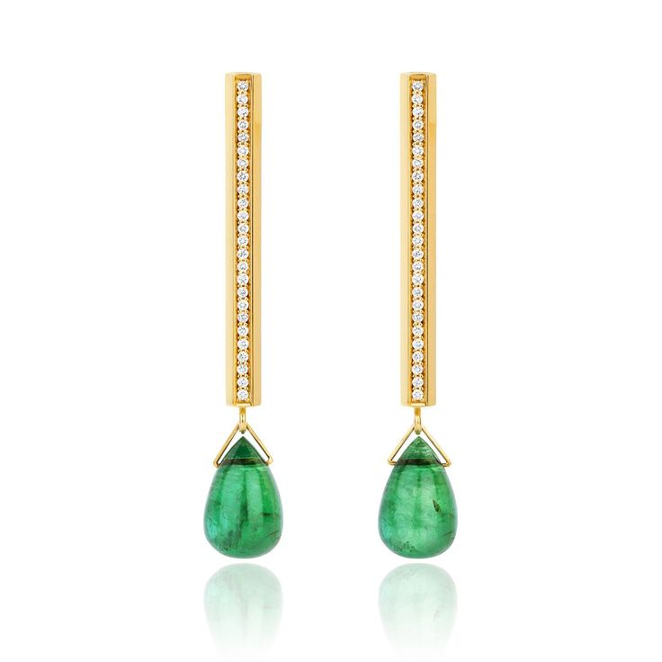 Emerald drops (4,28cts) and diamonds (0.15cts) set in 18k yellow gold.  36,2 x 2,7 x 2,5 mm
