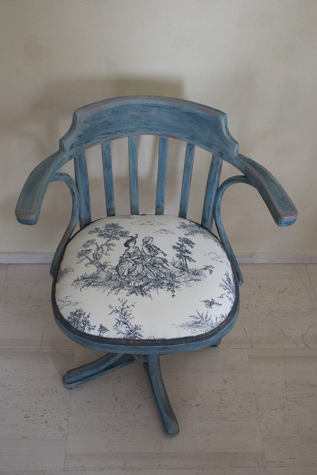 I was asked(the colours and the fabric was chosen by my client) to paint this wooden desk's swivel chair.I used Annie Sloan chalk paint:Aubusson Blue,gilding wax bronze και wash Duck Egg Blue,clear wax,Irida Kyriakopoulou