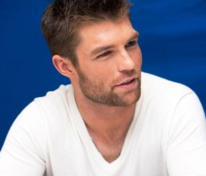 Actor Liam McIntyre is Spartacus Strong - : Corbis Images http://fitbie.msn.com/get-fit/actor-liam-mcintyre-spartacus-strong