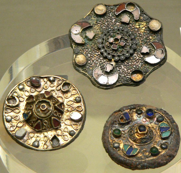 Fibules mérovingiennes  (Merovingian fibulae)  es Département des Monnaies, Médailles et Antiques, Bibliothèque Nationale de France