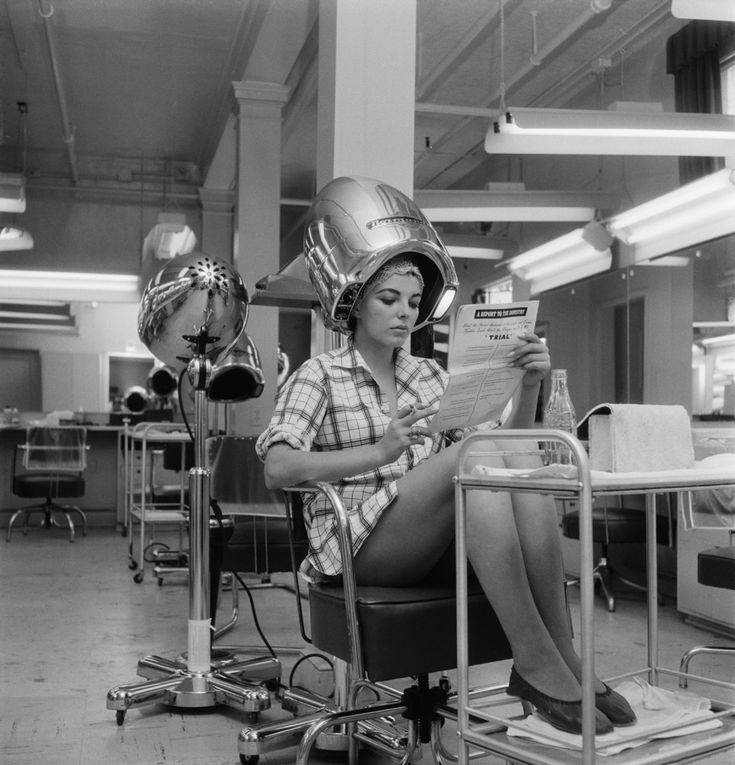 Under hair dryer | These Vintage Hair Dryer Photos Make It Seem Cool Under The Hood