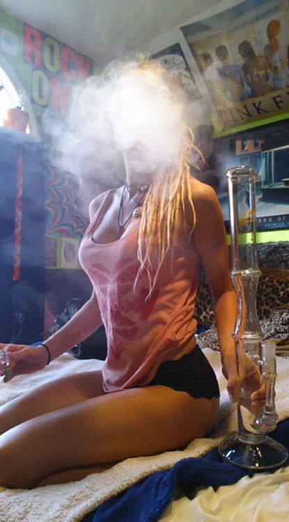 single women in weed Dating site for singles who smoke free basic memberships available view profiles of single smokers in your area.