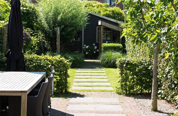 John Koomen Tuinen, natuurlijk genieten! Een professioneel hoveniersbedrijf dat zich bezighoudt met tuinarchirectuur, het beplantingsplan, de aanleg, renovatie en het onderhoud van de tuin.