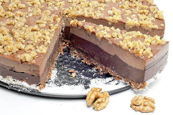 ciocolata raw – 400 g 96 g masa de cacao 192 g unt de cacao 152 g miere Untul si masa de cacao se topesc in thermomix sau pe bain-marine. Apoi se mixeaza la blender impreuna cu mierea, pana se obtine o consistenta lichida. 100 de g din compozitia obtinuta se pune la congelator sa …