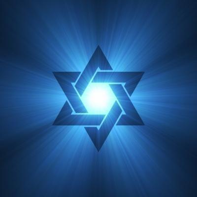 Desde la insignia que los judíos utilizaron en el Holocausto hasta la bandera de Israel, ¿cuál es el significado de este símbolo judío de seis puntas?    En los tiempos modernos la Estrella de David se ha convertido en un prominente símbo