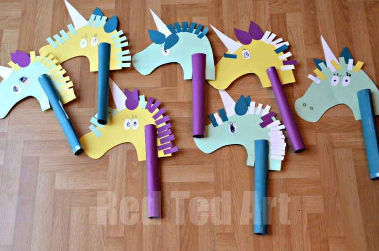Unicorn Hobby Horse Craft - we did these for our Unicorn Birthday Party. Went down a treat with boys and girls!