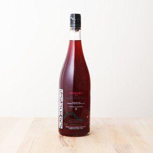 ... à la fois mordant et rafraichissant qui révèle toute l'identité du  terroir volcanique sicilien. A déguster comme un vin d'été mais pas  seulement ...