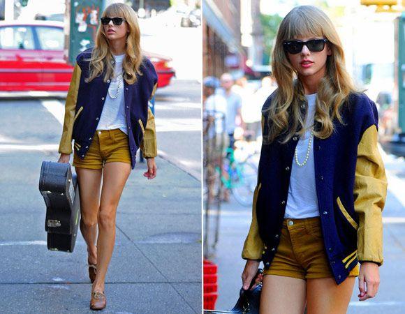 Taylo a jaqueta tipo college um pouco mais larguinha é perfeita para deixar o look retrô com colar de pérolas mais descontraído. Ah, o violão também é um acessório e tanto! ;)